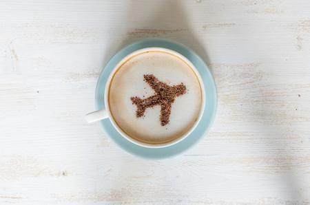 Indemnizan a un pasajero de avión por las quemaduras que sufrió al caerle un café caliente