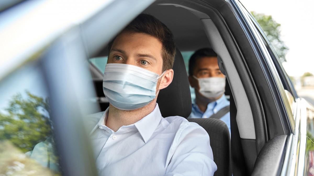 ¿Me pueden sancionar por no llevar la mascarilla en el coche?